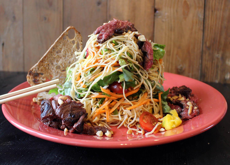 Thai steak noodle salad van Jan Westmaas