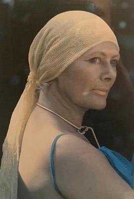 Dit portret van Rietje en rechtsonder haar bidprentje hangt bij Antoine in de gang
