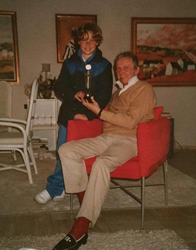 Een trotse Antoine met opa Toon Hermans