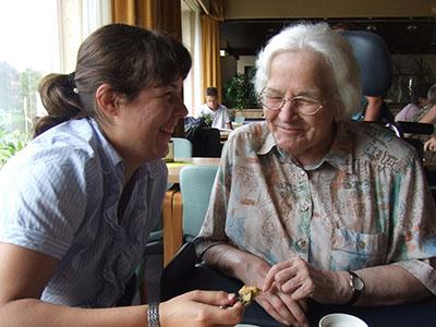 Oma Budel en kleindochter Renske