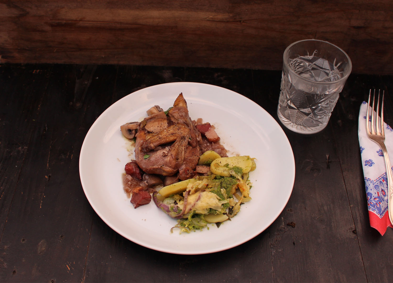 Coq au vin met tian au broccoli van Inger Boxsem