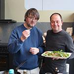 Marcel Maassen en Jan Heemskerk met salade van duivenborstfilets
