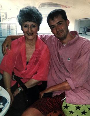 Ronald Giphart en zijn moeder Wijnie Jabaaij
