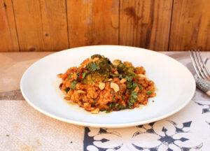 Thaise vegetarische ovenschotel met rijst, pompoen, kokosmelk en cashewnoten van Karlijn Visser