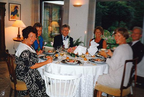 Diner bij de buren, links vooraan Djoeke