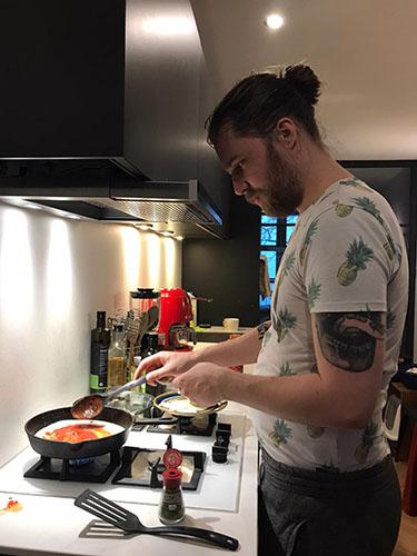 Jan Heemskerk junior in de keuken